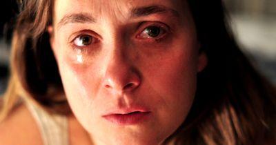Der Grund aus dem wir weinen, beeinflusst das Aussehen unserer Tränen